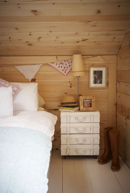 : Decor, Side Table, Vintage Suitcases, Wood, Dream, Country House, Painted Suitcase, Country Bedrooms, Bedroom Ideas