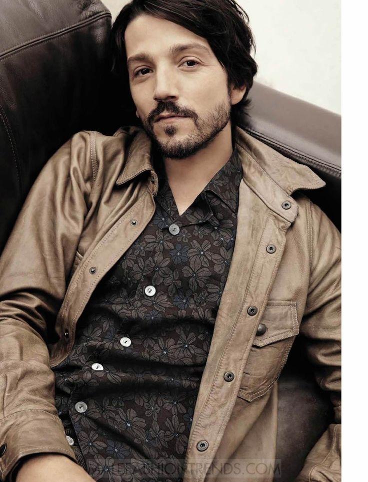 Diego Luna para L'Uomo Vogue Diciembre/Enero