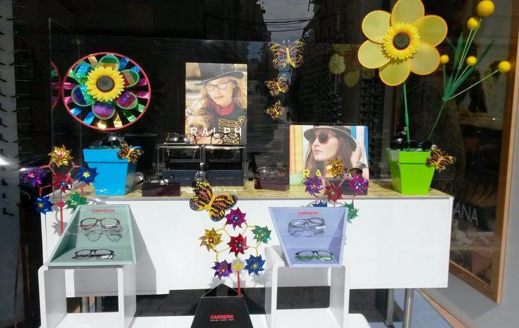Se acerca la primavera!! escaparate de girasoles y molinillos dan frescura a nueva coleccion #carrera y #ralph