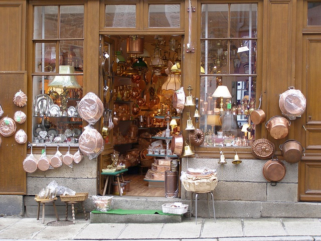 Villedieu Les Poeles, France - copper pots shops, I have a small collection of vintage early 1900's copper pieces from Villedieu.