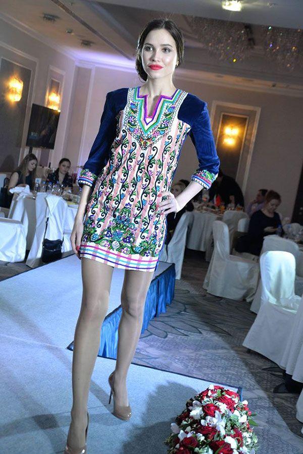 Quand des mannequins russes portent les robes artisanales de la Tunisie