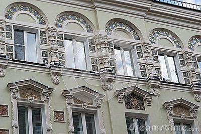 Красивое здание на улице Москвы