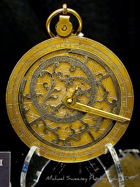 les 434 meilleures images du tableau astrolabes. Black Bedroom Furniture Sets. Home Design Ideas