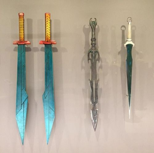 """maryxglz: """" @MCU_Tweets: A close-up look at Thor's swords and daggers which will be seen in #ThorRagnarok @MCU_Tweets: An official small-scale model of the planet Sakaar, which will be featured in #ThorRagnarok, on display at Marvel's Art Exhibit in..."""