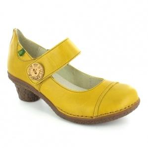 El Naturalista mustard yellow heels