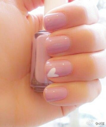 light pink nails + heart accent.