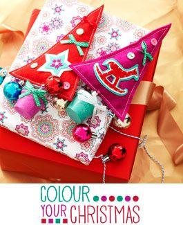 Colour Your Christmas - Een kleurrijke kerst met veel cadeautjes en snoep. Geniet van deze speciale momenten door de leukste verrassingen in te pakken en te stapelen.