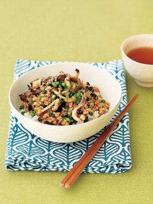 【ELLE a table】きのこのゆずこしょうマリネ入りヘルシー鶏そぼろ丼レシピ エル・オンライン
