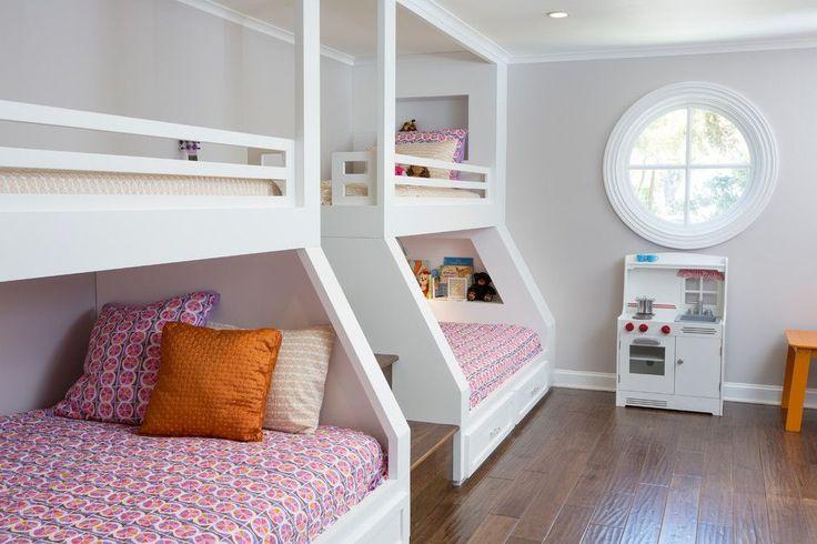 Детская двухъярусная кровать: как экономить полезное пространство для ребенка http://happymodern.ru/detskaya-krovat-dvuxyarusnaya-60-foto-5-prichin-poselit-dvuxetazhnoe-lozhe-v-spalne-chada/ Детская комната с двумя двухъярусными кроватями, разделенными ступеньками