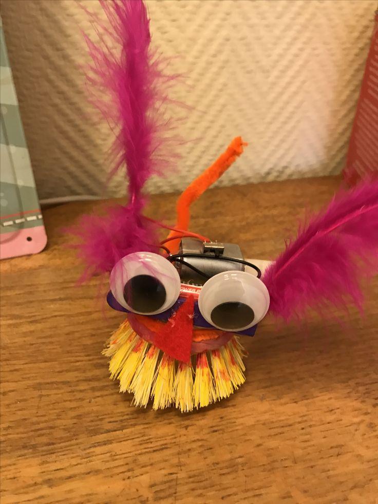 Crazy robot, borstelrobot tijdens kinderfeestje!  www.zusjesscreatief.nl