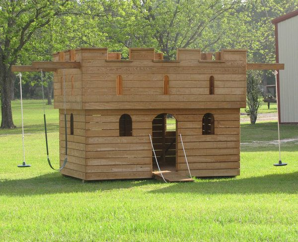 Castle playhouse outdoor woodworking projects plans for Outdoor playhouse designs