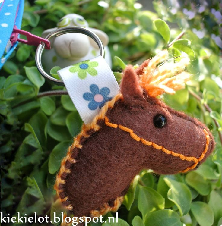 sleutelhanger, paard, diy, naaien, knutselen, paardje http://kiekielot.blogspot.nl