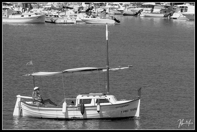 Llaut - Puerto de Alcudia by J. Toni Ruiz
