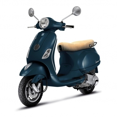 LX 50 4V Overview, Vespa Scooters, Scooter Information | Vespa USA $3,399 I kinda want one.
