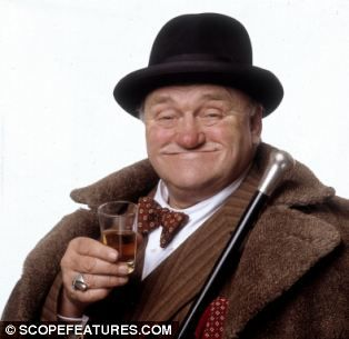 Les Dawson Comedian | Still besotted by Les Dawson: Twenty years after his death his wife ...