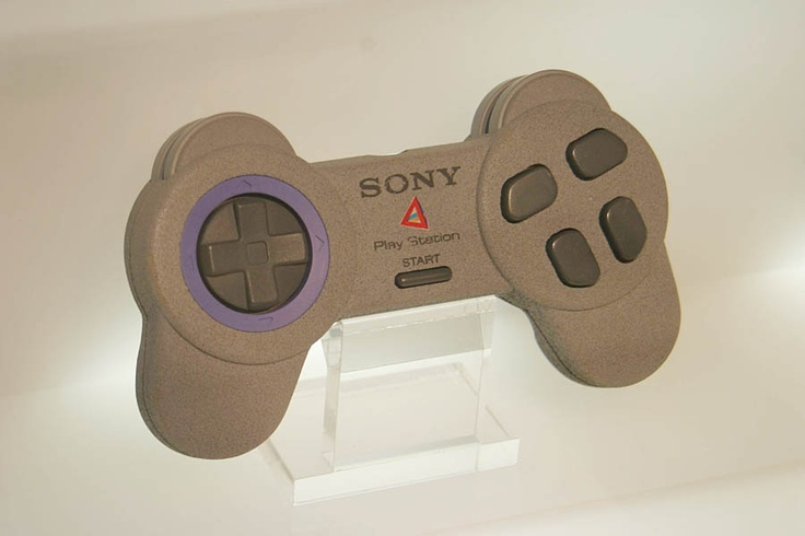 PlayStation 1 prototype controller, design presumably by