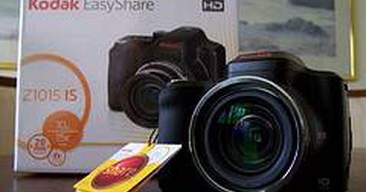 Cómo descargar fotos de una cámara digital Kodak a tu computadora. Las cámaras digitales brindan mayor libertad que las tradicionales. Sólo tienes que descargar las fotos en tu computadora y guardar las que quieres. También puedes imprimir las que más te gustan y crear un álbum de recortes o un libro de recuerdos. Si eres un fotógrafo aficionado, seguramente te preocupa saber cómo pasar tus fotografías digitales ...