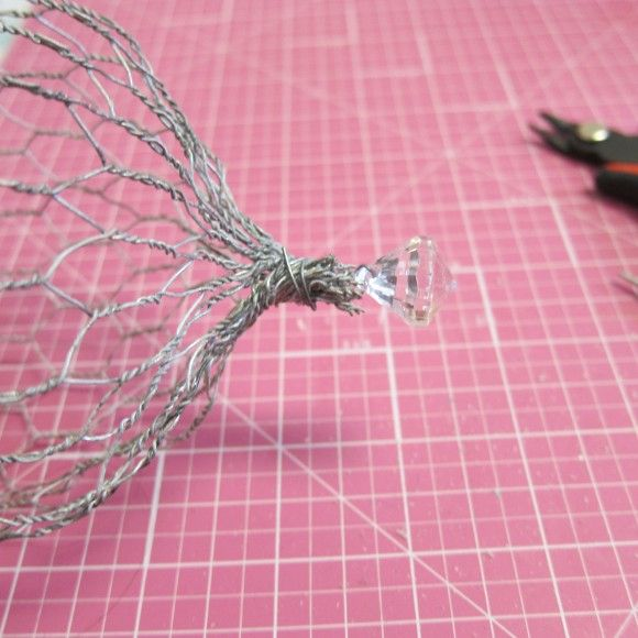 Dollar Store Crafts » Blog Archive » Tutorial: DIY Chicken Wire Cloche