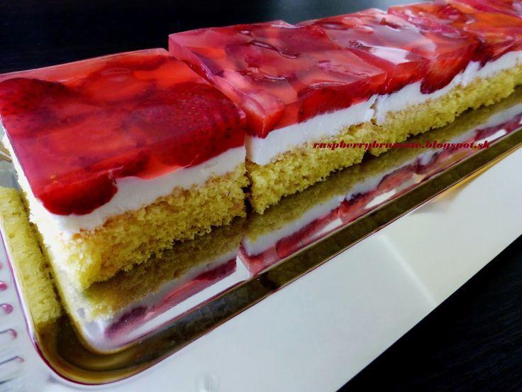 Raspberrybrunette: Jahodový koláč s tvarohovo-smotanovou plnkou