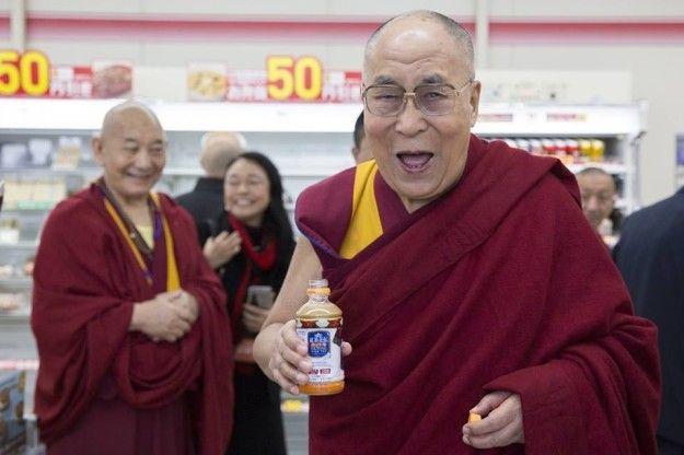 ダライ・ラマ法王、日本で必ず飲むのは「紅茶花伝」 コンビニで手に取りご満悦  今年11月14日、チベット仏教の最高指導者は本当に #紅茶花伝 が好きなようだ。紅茶花伝をまた買いたい。