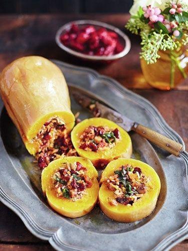 Запеченная тыква рецепт  Запеченная тыква рецепт с рисом, клюквой и вялеными помидорами подойдет для меню на постный стол.  Тыкву можно нафаршировать мясным фаршем в обычные дни, заменив фарш на другие ингредиенты, получаем ароматное, вкусное и постное блюдо. Подача блюда тоже симпатичная - ломтики тыквы с начинкой выглядят очень красиво.