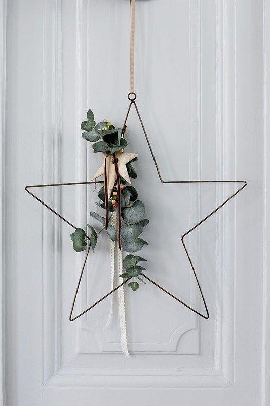 Couronne de Noël minimaliste en forme d'étoile http://www.homelisty.com/noel-minimaliste/