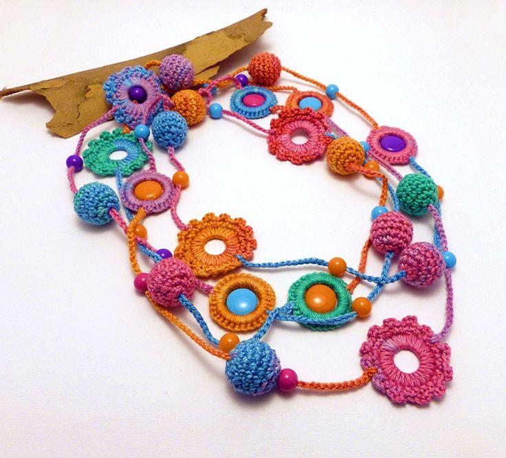 hosszú színes horgolt nyaklánc / long colorful crochet necklace