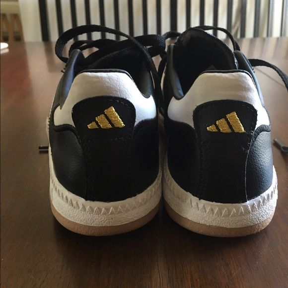 I just discovered this while shopping on Poshmark: Adidas Samba Shoes - Size 4. Check it out! Price: $39 Size: 4B, listed by sv3kwjial858
