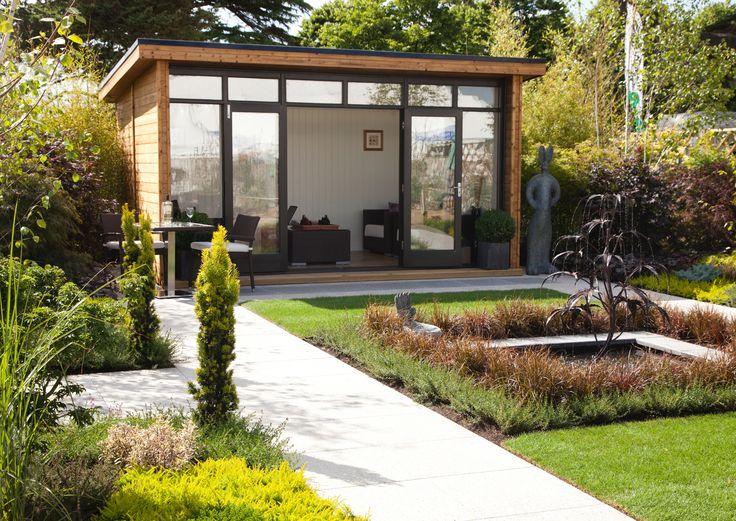 Leppoisan moderni puutarha on luotu rentoa oleskelua varten. Katso Viherpihan vinkit ja toteuta helppohoitoinen ja harmoninen piha!
