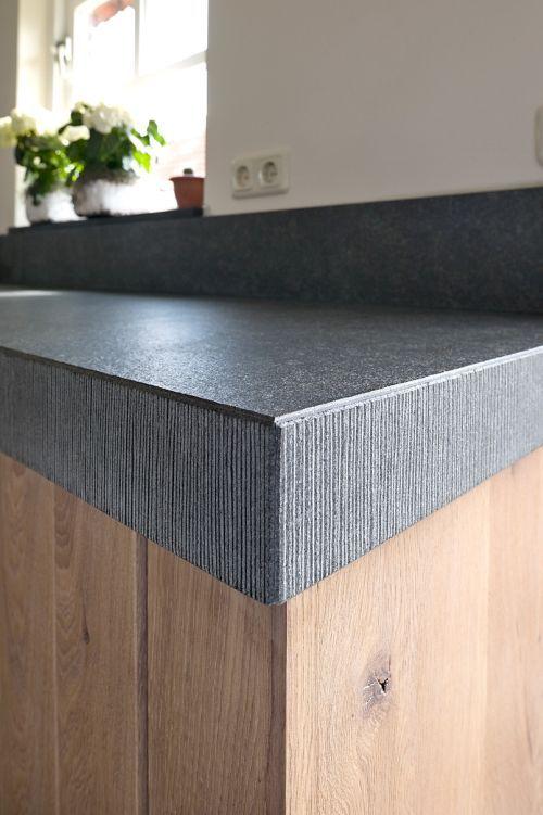 VRI interieur landelijke keuken modern eiken met houten laden en composiet stenen spoelbak