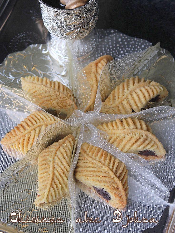 recette des makrouts au four décorés avec la pince à pâtisserie nakache. La texture du makrout est plus sablée et fond dans la bouche. Pour faire la déco,