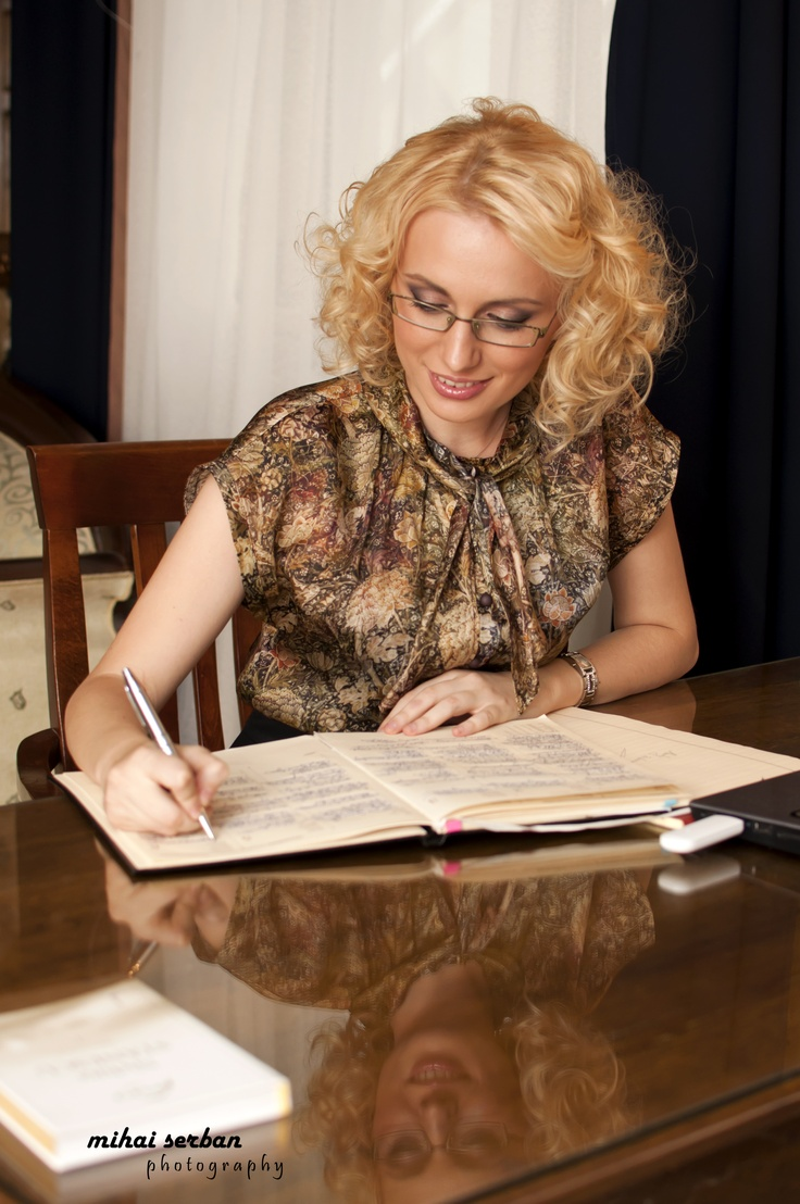 Alexandra - a business woman outfit portrait