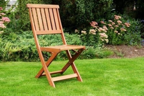 Zahradní židle - http://www.vybersito.cz/zbozi/8981/zahradni-nabytek/zahradni-zidle-kreslo-fuji-drevena/