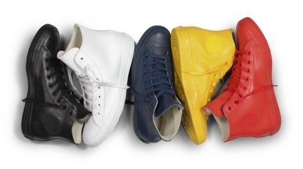 """コンバース チャック テイラー オールスター ラバー コレクション。雨の日が楽しくなるスニーカー!コンバースを代表する名作""""オールスター(ALL STAR)""""より、全面をラバーで包み込んだ機能的な一足が登場!雨や泥道でも気にすることなく、長靴のように履けるデザイン。アッパーからソールにいたるまで..."""