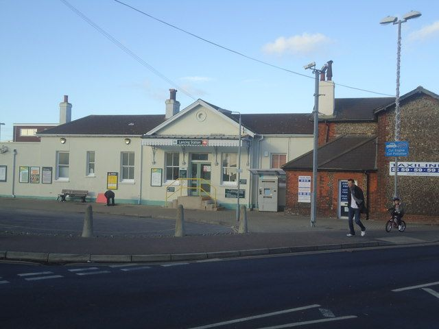 Lancing Railway Station (LAC) in Lancing, West Sussex