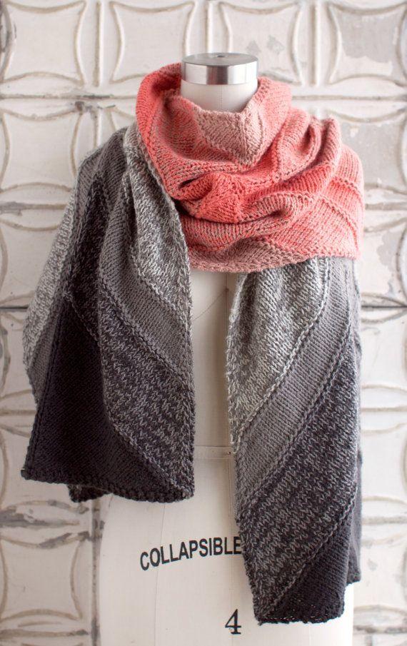 * DIY KIT de tricot * - produit fini nest pas à vendre. Faites votre propre Andorre envelopper de mon patron gratuit ! Requis de compétences de tricotage : tricot, tricoter, augmentation, diminution, couleurs changeantes, à laide de laiguille circulaire, à laide de marqueurs de couture, tricot avec 2 brins de fil maintenues ensemble. Le fil pour envelopper Andorre kit comprend 6 écheveaux de O-lavage doigté - 1 pelote de chaque de couleurs A, C, D et E et 2 écheveaux de couleur B. Plus d...