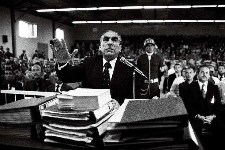 12 Eylül sonrası askeri mahkemede yargılanan Alparslan Türkeş savunmasını yapıyor,1981. (Rıza Ezer - Depo Photos)