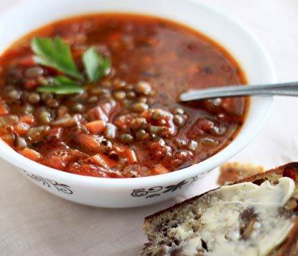 Hearty Soups With Superfoods: Smokey Lentil Soup with Tarragon and Garlic. See the full recipe here! #SelfMagazine