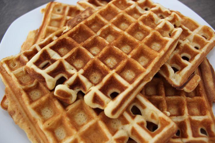 Er zijn wafels in verschillende soorten, van zoete tot hartige wafels. Dit recept is om slappe wafels zonder gist te maken. Het voordeel van wafels zonder gistdeeg is dat je ze langer kunt b…