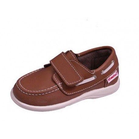 Zapatos Nauticos para niños Titanitos color roble. Tallas 20 al 30. Fabricados con piel natural Cierre de velcro. Nauticos de niño, un calzado infantil que no pasa de moda pero sin renunciar a la comodidad. Nauticos para niño de fabricación nacional.