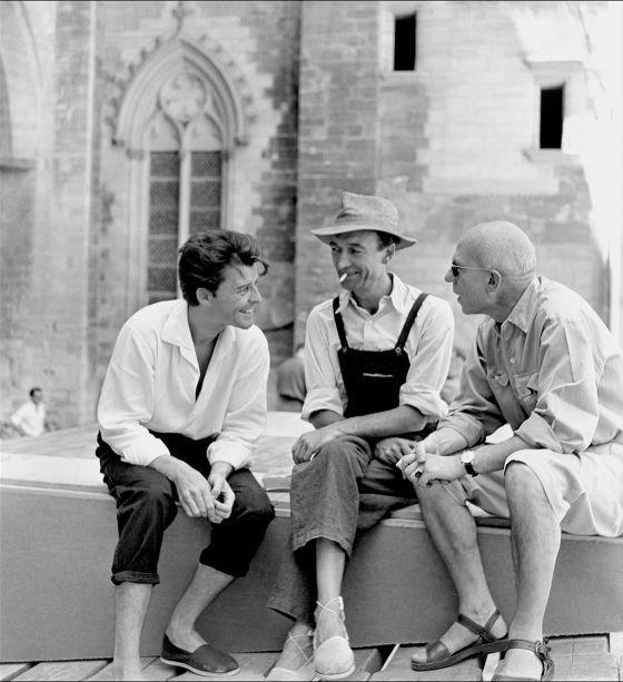 Gérard Philipe, Jean Vilar, Léon Gischia dans la Cour d'honneur du Palais des papes - 1952 Festival d'Avignon