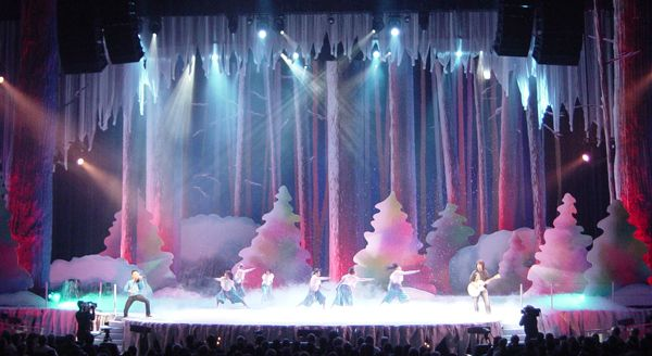 25 best ideas about christmas stage design on pinterest for Auditorium stage decoration
