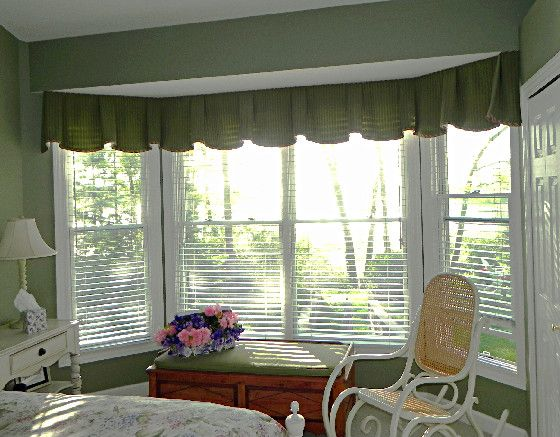 scalloped and box pleated valance across bay window over blinds find this pin and more on draperies