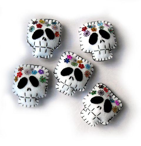 Felt skulls of the dia de los muertos variety