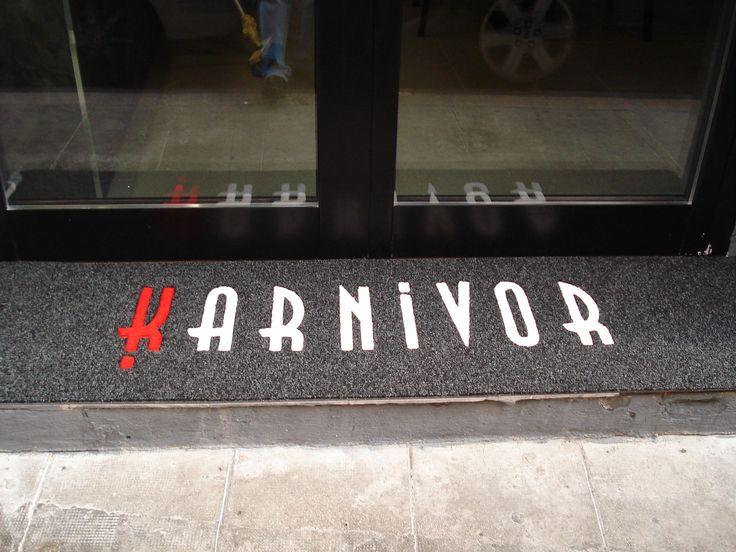 Nouveau Sol, tapis personnalisé, tapis d'accueil personnalisé, tapis avec logo, tapis brosse personnalisés, tapis d'accueil, Nice, Monaco, Cannes.