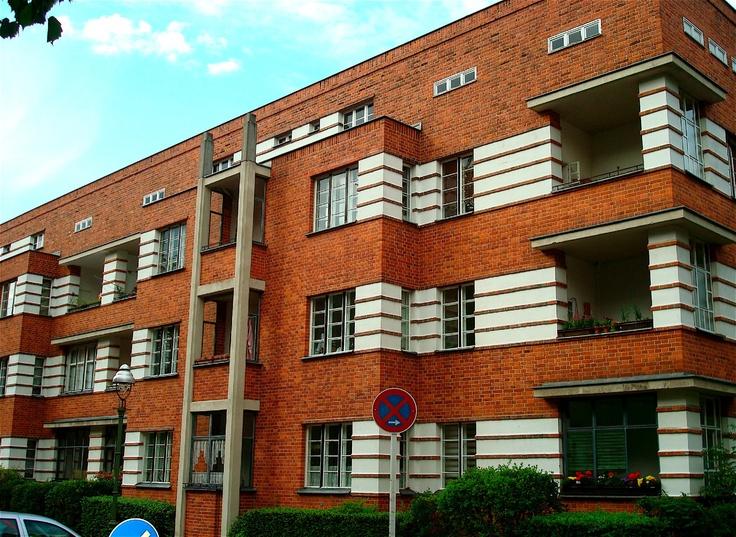 Bauhaus architecture in berlin obra pinterest moderno for Bauhaus berlin edificio