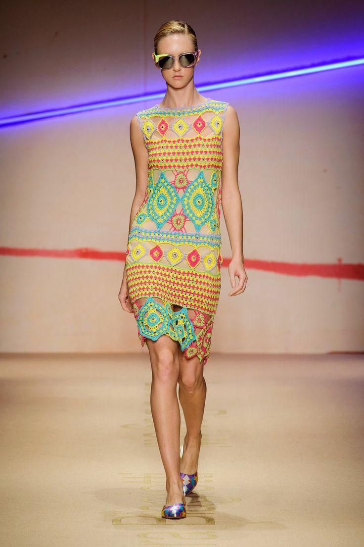 Вязание крючком и спицами: Летнее платье крючком из коллекции Laura Biagiotti...