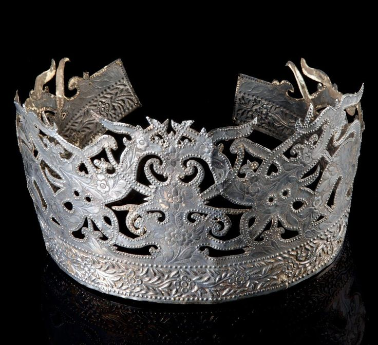 Malaysia - Sarawak | Crown shaped head ornament from the Dayak ~ Melanau |  Silver metal | 650 € ~ sold