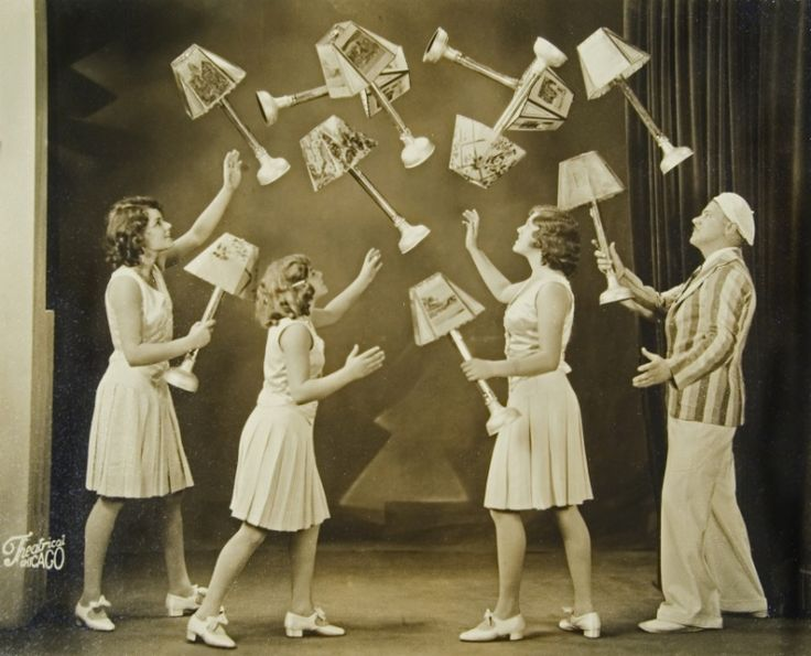 Midwest-MS-American-Circus,-Bx.5-Fl.#61,-Clarke-Family-juggling.JPG (742×600)