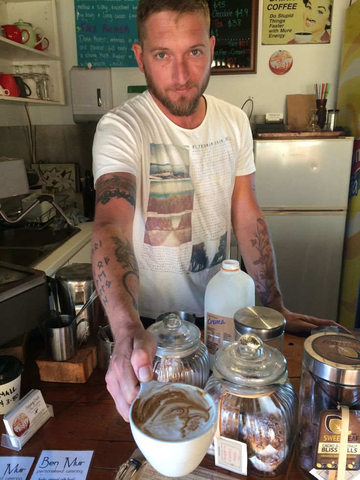 Erik makes a suburb coffee at the Sipping Duck in Cairns. #sippingduck